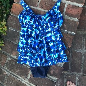 Croft & Barrow one piece skirted swimsuit sz 10